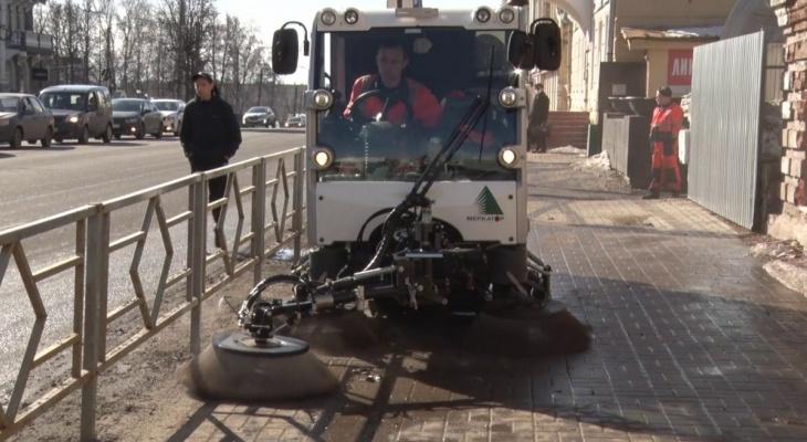 При уборке улиц в Кирове будут использовать пылесос