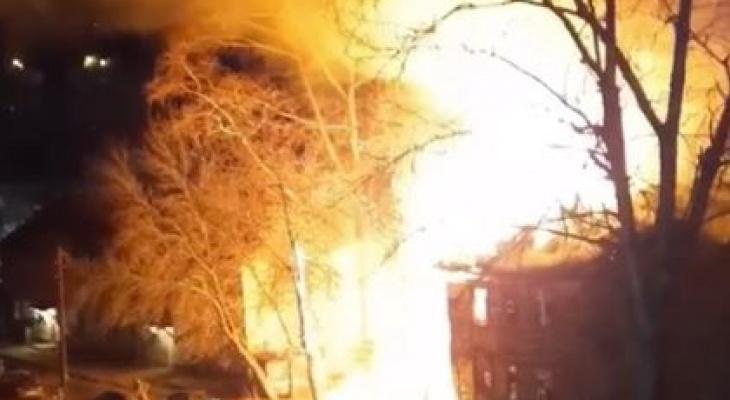 В Кирове пожарные спасли из горящего здания бездомного человека