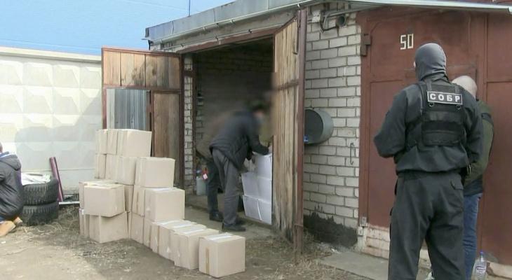 Полиция изъяла 14 тысяч бутылок контрафактного алкоголя из гаража в Кирове