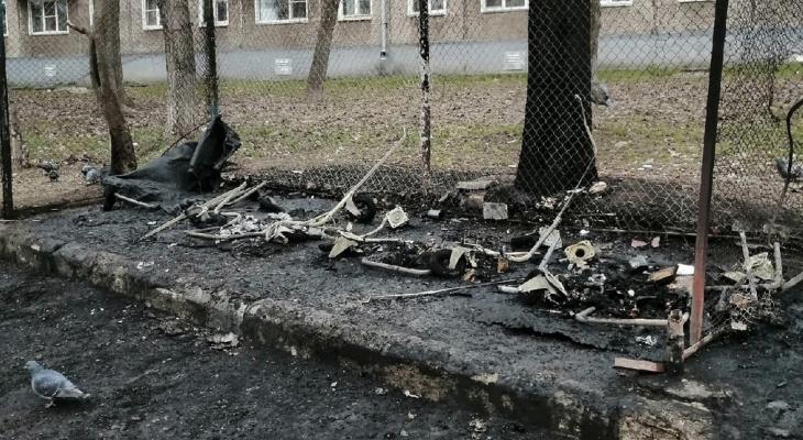 В Кирове из-за углей для кальяна сгорели мусорные баки