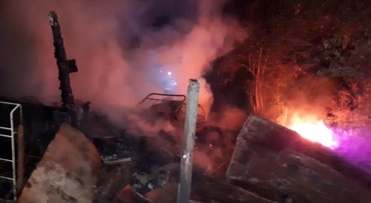 В Кировской области из-за сильного ветра сгорела контора леспромхоза