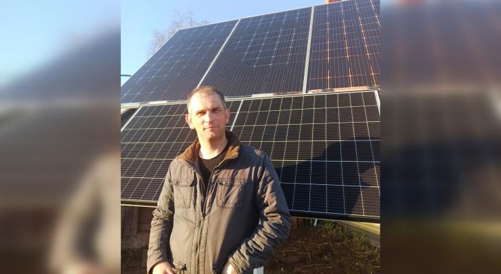 Олег Евсеев построил у своего дома на Филейке солнечную станцию: энергии хватает на семью