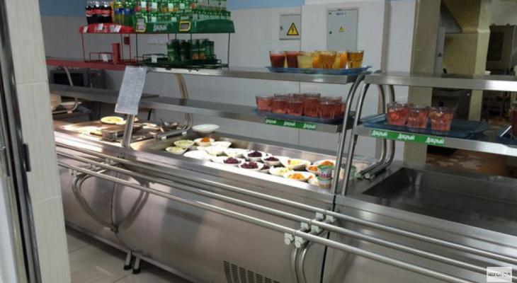 Эксперты определили, что в Кировской области продают самые дешевые сосиски в тесте