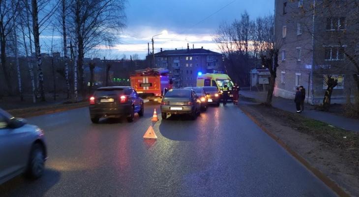 В Кирове произошло массовое ДТП с тремя машинами