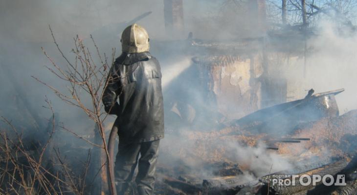 СК выясняет обстоятельства пожара в Лебяжье, в котором погиб мужчина