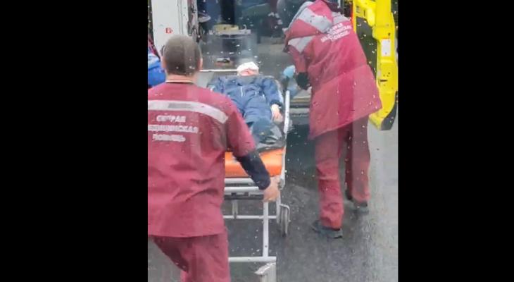 В Кирове столкнулись Nissan и ВАЗ: 7-летнего мальчика увезли на машине реанимации