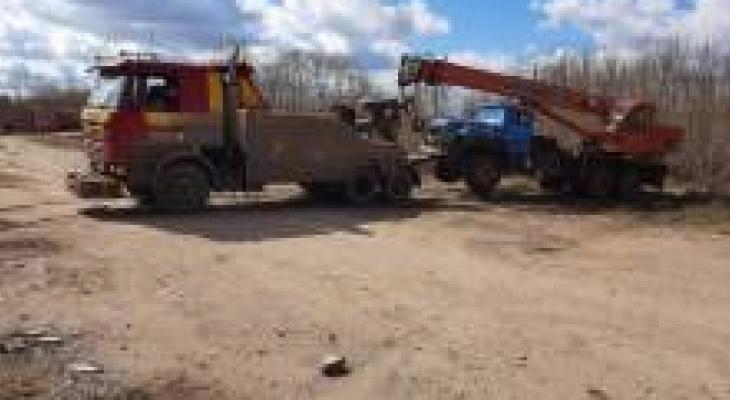 За долги по алиментам у кировчанина арестовали автокран КамАЗ