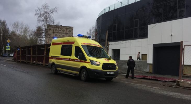 Владельцу стройки в Кирове, где на женщину упал забор, грозит штраф от 300 000 рублей