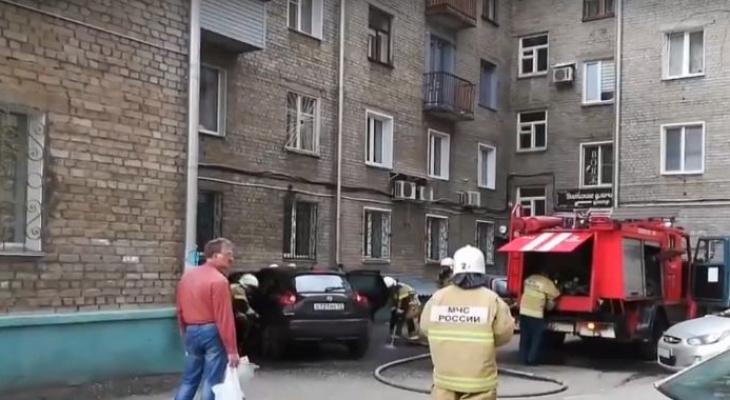 В Кирове во время репетиции парада загорелся автомобиль: видео