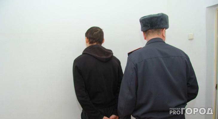 «Угрожал ножом при ограблении и при задержании»: в Кирове поймали любителя холодного оружия