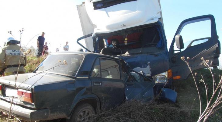 В Зуевском районе погиб мужчина в ДТП с грузовым фургоном