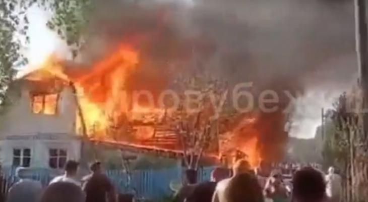 В Кировской области сгорел частный дом на садовом участке: видео