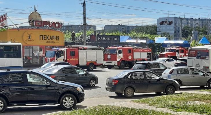 В Кирове на площади маршала Конева горит павильон