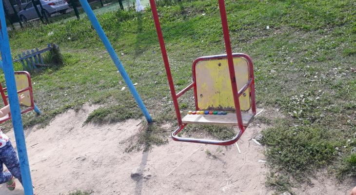В Кирове 10-месячный ребенок сломал бедро, упав с качелей