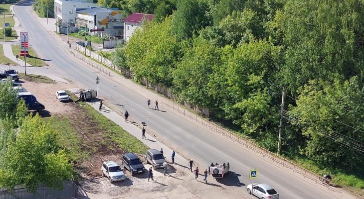 В Кирове на улице Заводской случилось жесткое ДТП: приехала реанимация