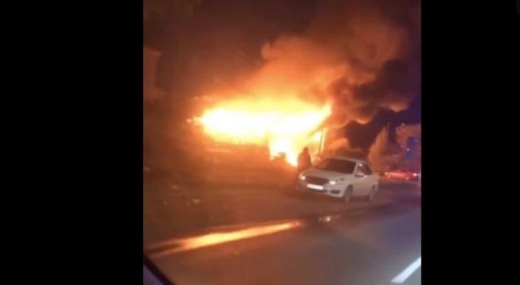 В Кирове очевидцы сняли на видео сильный ночной пожар