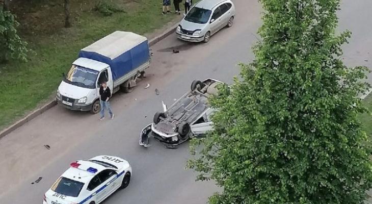 В Кирове перевернулась очередная иномарка: «В городе новый флешмоб?»
