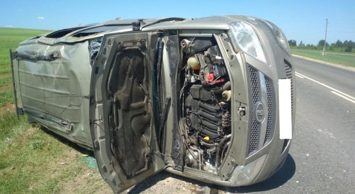 В Кировской области в ДТП на трассе пострадали трое взрослых и ребенок