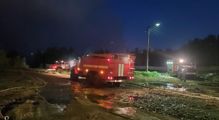 В Кировской области загорелся мусорный полигон