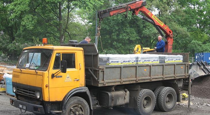 От 10 тысяч до 2,5 миллиона: кировские приставы выставили на торги грузовики