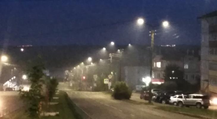Соцсети: дым от пожара на свалке в Лубягино дошел до Кирова