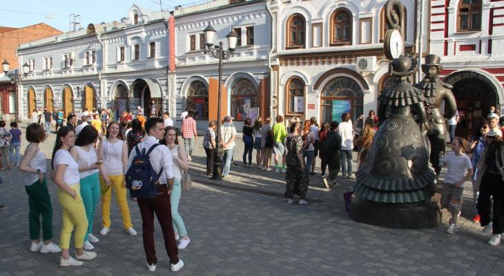 В Кирове у входа в музей выступит рок-н-ролл группа