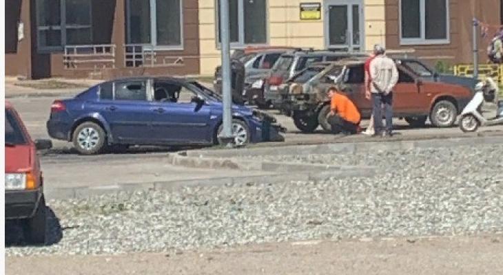 В Кирове у жилого дома ночью сгорел автомобиль