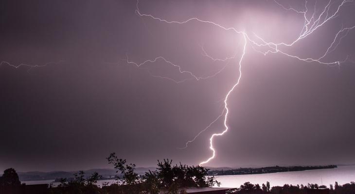 В Кировской области объявлено метеопредупреждение из-за грозы и сильного ветра
