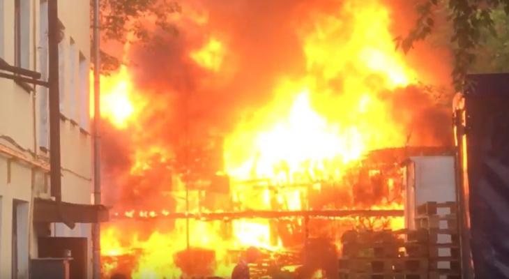 Что обсуждают в Кирове: сильный пожар в Коминтерне и видео жесткого ДТП в Кстинино