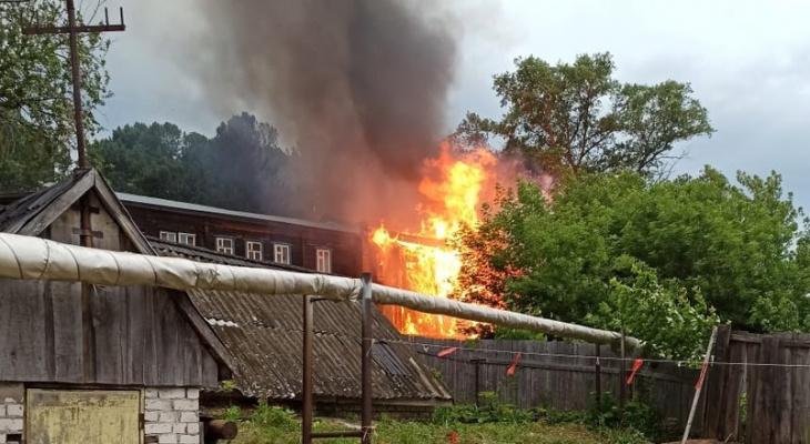 В Слободском произошел пожар в  многоквартирном деревянном доме