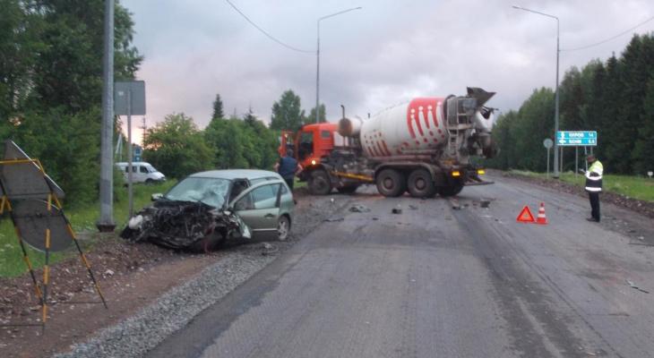 В Кирове произошло массовое ДТП с бетономешалкой