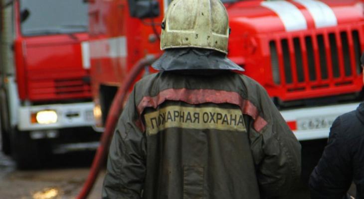 В Кировской области сгорел многоквартирный жилой дом: погорельцам нужна помощь