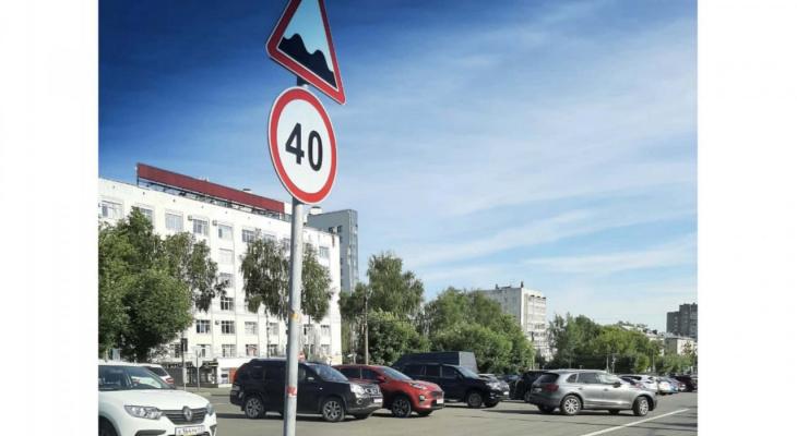 Фото дня: на Октябрьском проспекте появился необычный дорожный знак