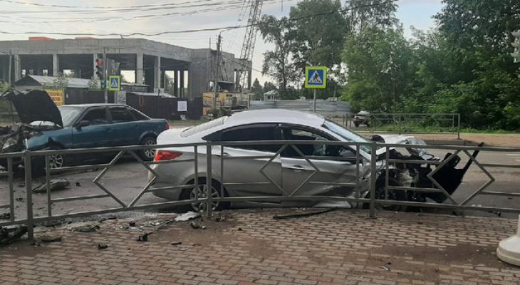 Семь человек пострадали в ночном ДТП в Кирове