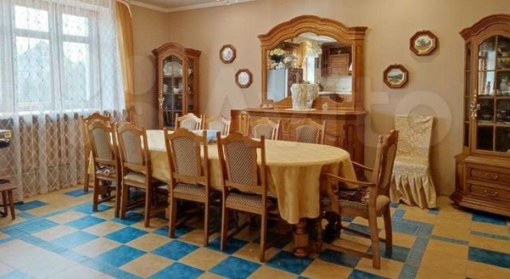 В Кирове продается 4-этажный дом с бассейном и зимним садом