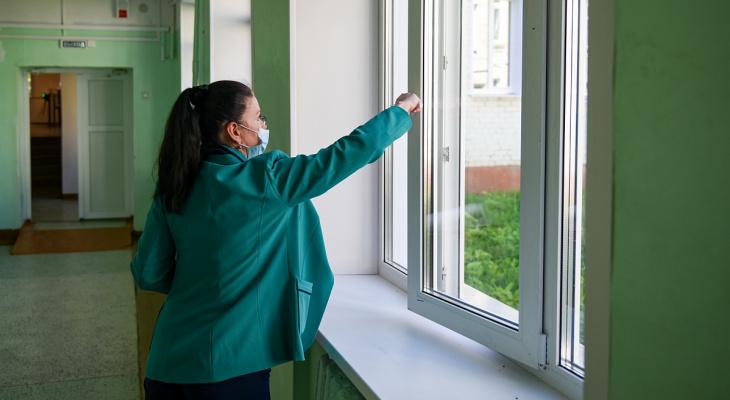 В 45 школах Кирова заменят окна