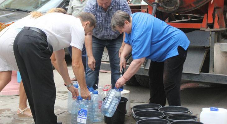 2800 кировчан остались без воды после коммунальной аварии: когда устранят утечку