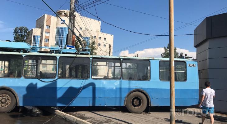 Розыск кировчанина за преступление против ребенка и ДТП с троллейбусом: что обсуждают в Кирове