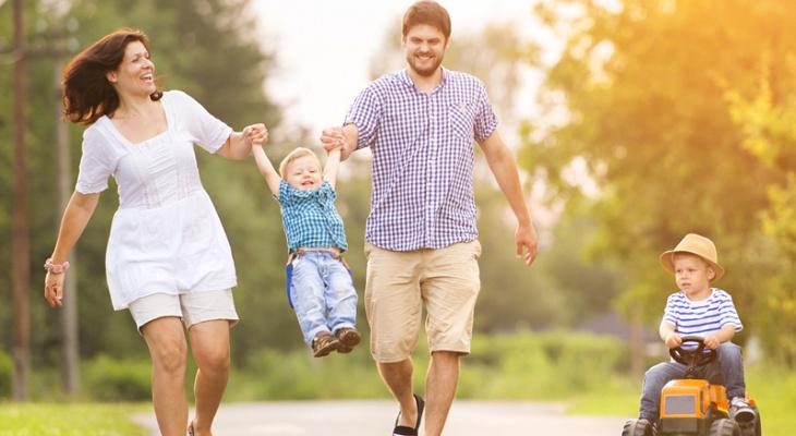 Сбер добавит семьям с детьми 2000 бонусных рублей и бесплатную страховку