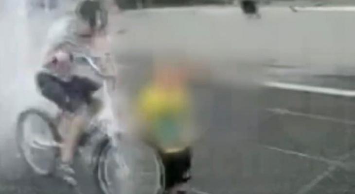 В Кирове в фонтане в парке Победы велосипедист сбил малыша