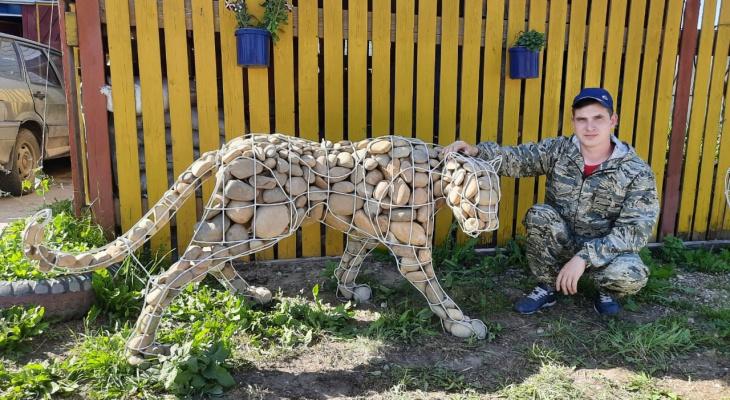 «Просыпаюсь — и сразу в гараж»: житель Кировской области о создании фигур животных из проволоки