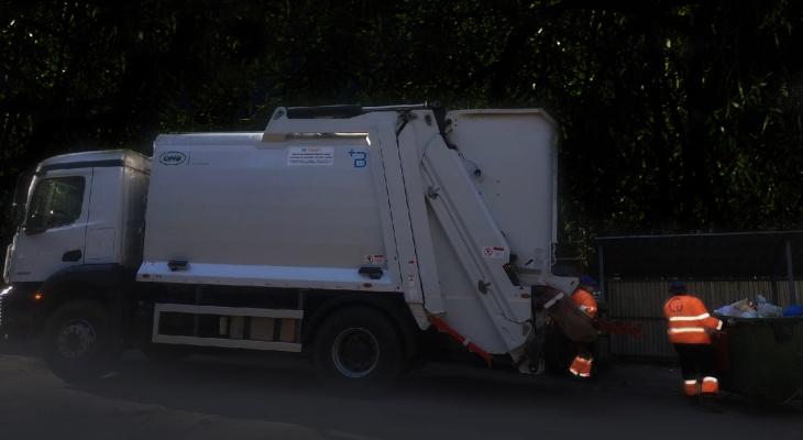«Нет сил терпеть»: кировчане о вывозе мусора по ночам