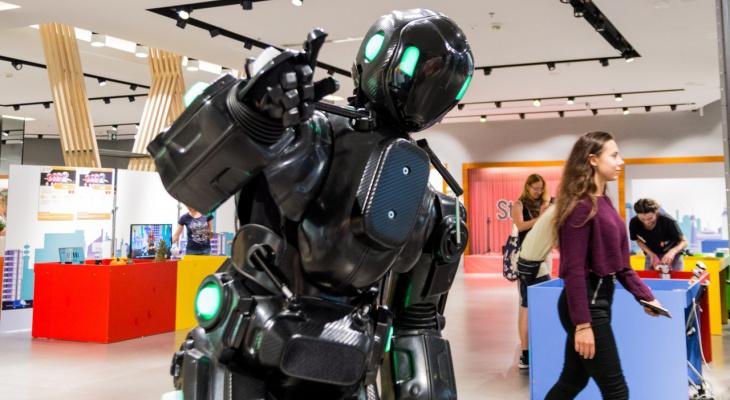 В Кирове робот выступит со стендапом и сыграет в футбол