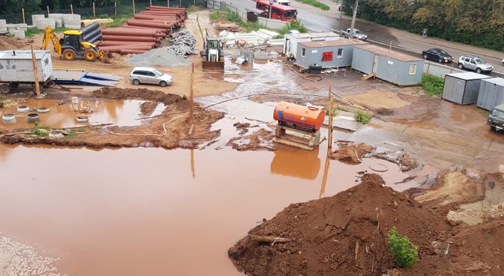 Во время ремонта на улице Сурикова повредили водопровод