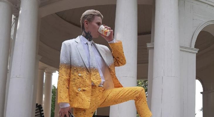 Кировчанин надел на свадьбу костюм пива