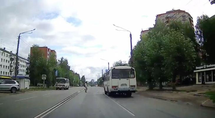 На Лепсе женщину-пешехода чуть не сбила «Газель»
