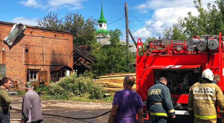 В Кировской области произошел серьезный пожар: видео