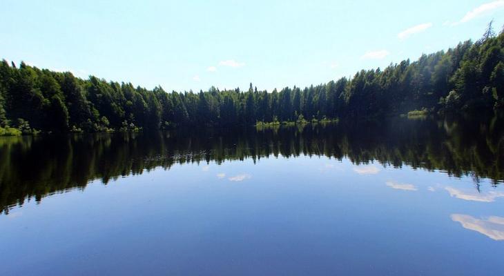 Куда кировчанам поехать на выходные: озеро с дрейфующими островами или водоем с бирюзовой водой?