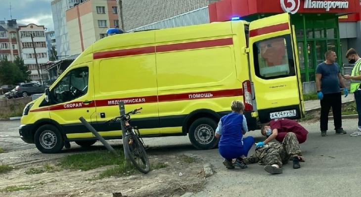 В Кирове водитель ВАЗа сбил велосипедиста: на месте работала реанимация