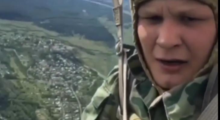 Кировчанин с высоты птичьего полета поздравил десантников с Днем ВДВ